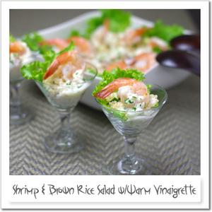 玄米と海老のサラダ、温かいヴィネグレットドレッシング