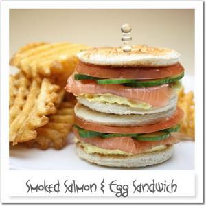 スモークサーモンと玉子のサンドイッチ